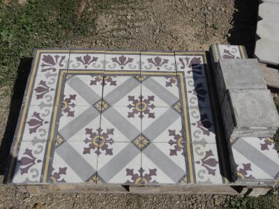 Fleur de Lys - carreaux ciment anciens - salvage concrete tiles - reclaimed cement tiles