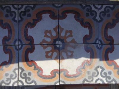 Fleur d'Oz - carreaux ciment anciens - salvage concrete tiles - reclaimed cement tiles