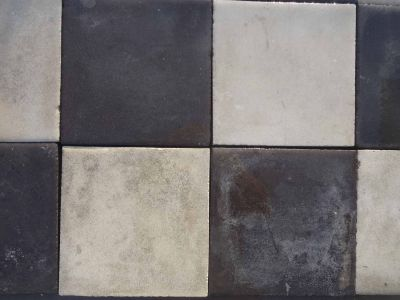 Damier Noir & Blanc - carreaux ciment anciens - Black and white salvage concrete tiles - reclaimed cement tiles